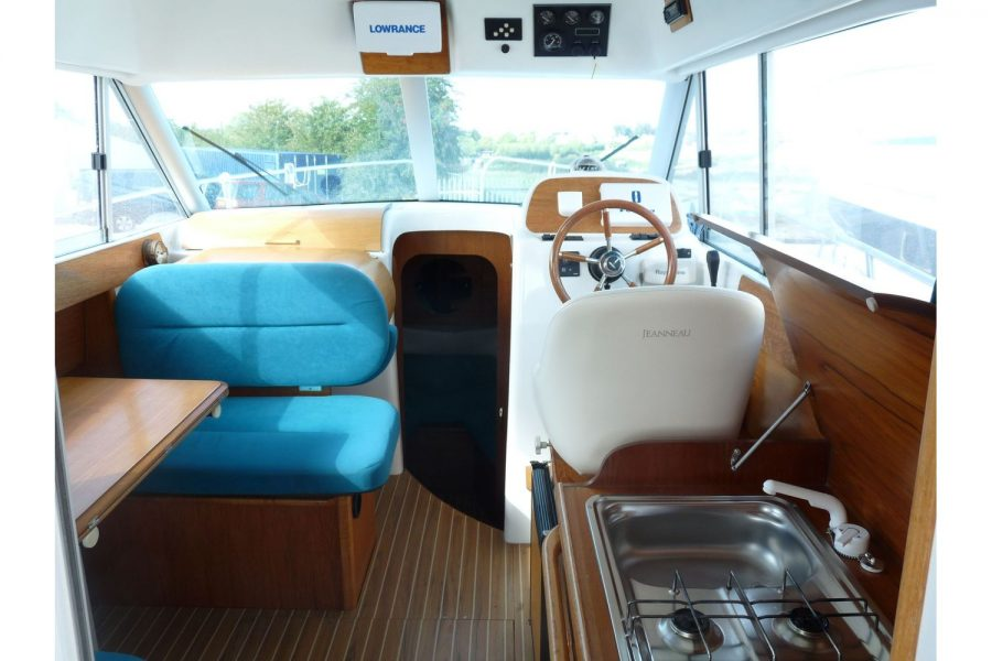 Jeanneau Merry Fisher 805 diesel - wheelhouse