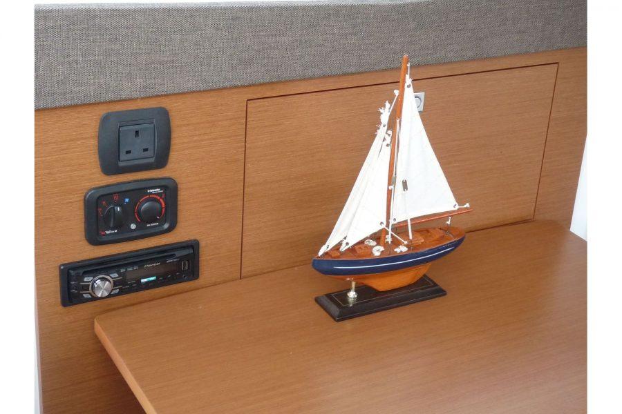 Jeanneau NC 9 diesel cruiser - socket, Webasto heating and sound system