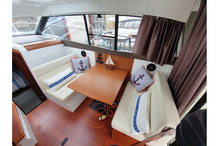 Jeanneau NC 9 diesel cruiser - wheelhouse starboard side