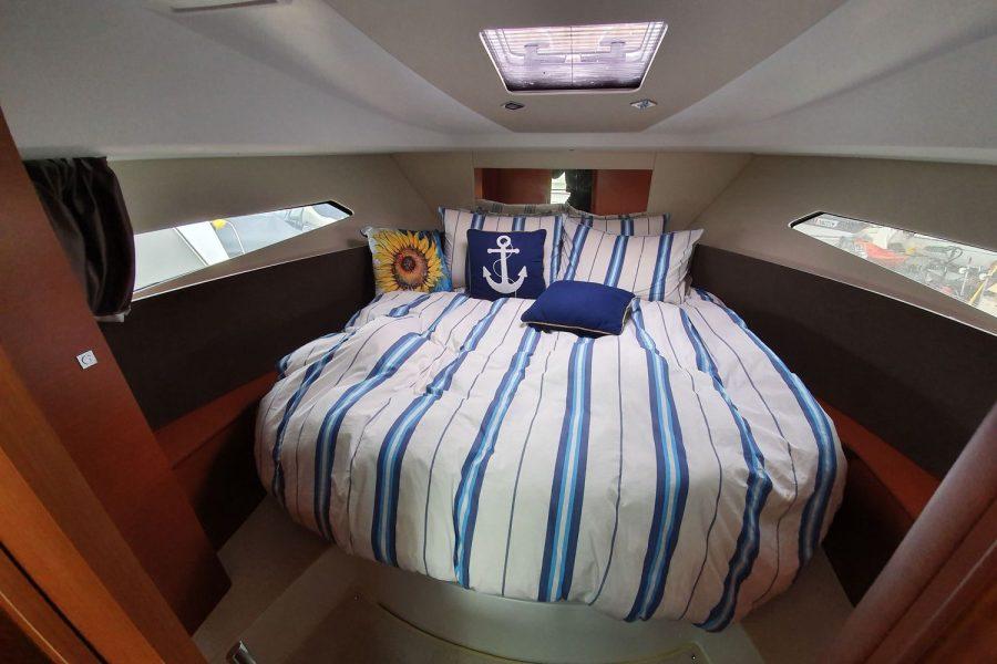 Jeanneau NC 9 diesel cruiser - main cabin with double berth