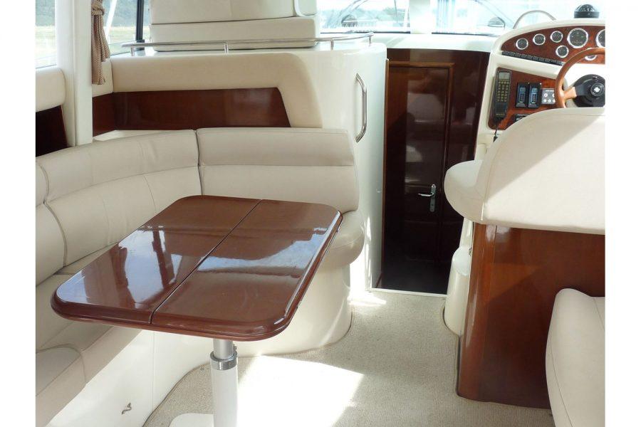 Jeanneau Prestige 32 Flybridge - wheelhouse