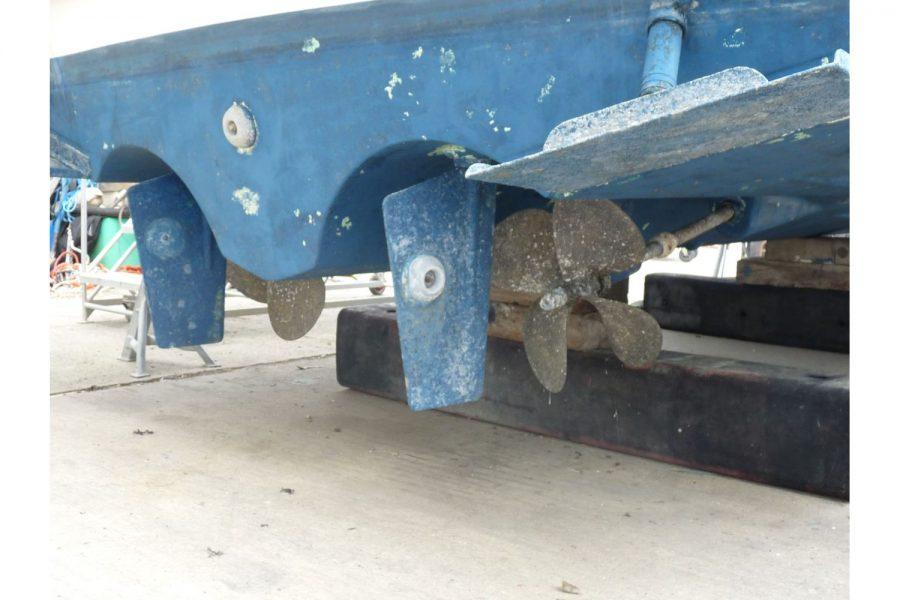 Jeanneau Prestige 32 Flybridge - shaft drives and rudder