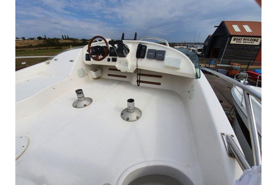 Jeanneau Prestige 32 Flybridge - flybridge 2nd helm position