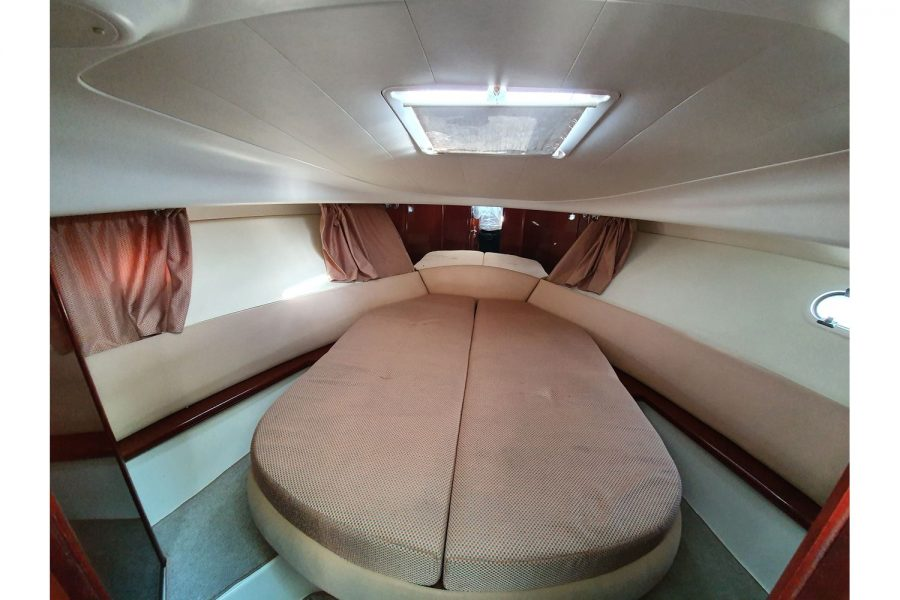Jeanneau Prestige 32 Flybridge - main cabin