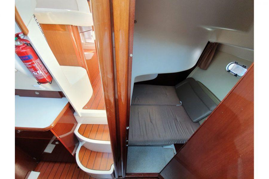 Jeanneau Prestige 32 Flybridge - 2nd cabin and steps to wheelhouse