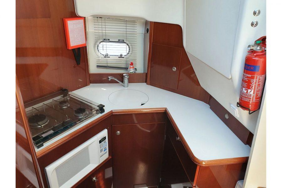 Jeanneau Prestige 32 Flybridge - galley