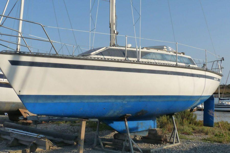 Jouet 820 cruiser yacht