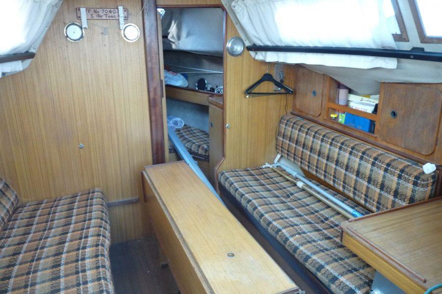 Jouet 820 cruiser yacht - saloon and forward cabin