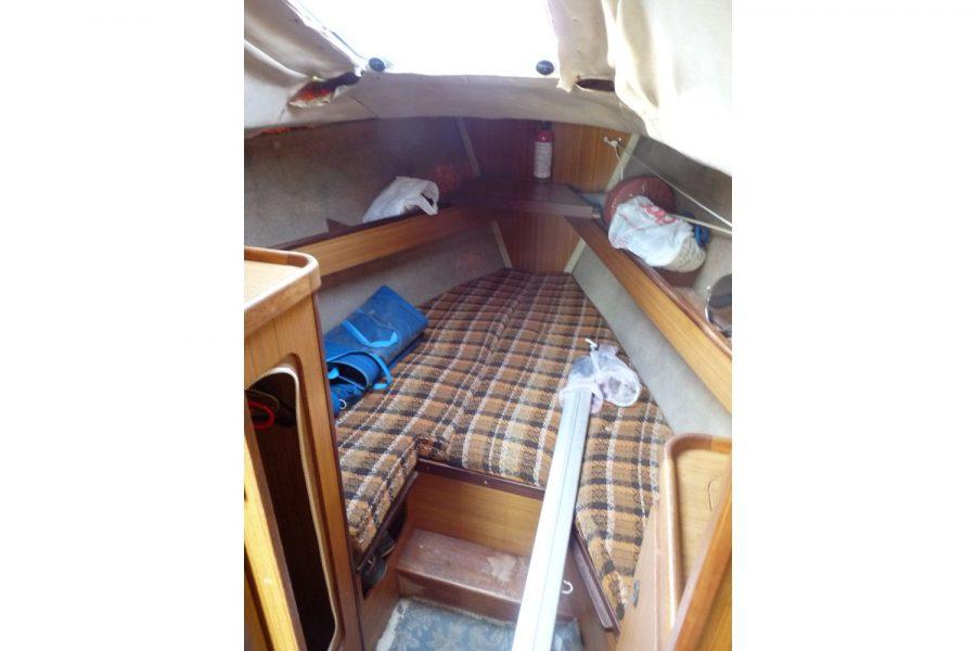 Jouet 820 cruiser yacht - forward cabin