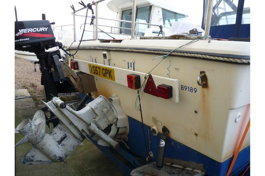 Pursuit 2350 fishing boat - transom