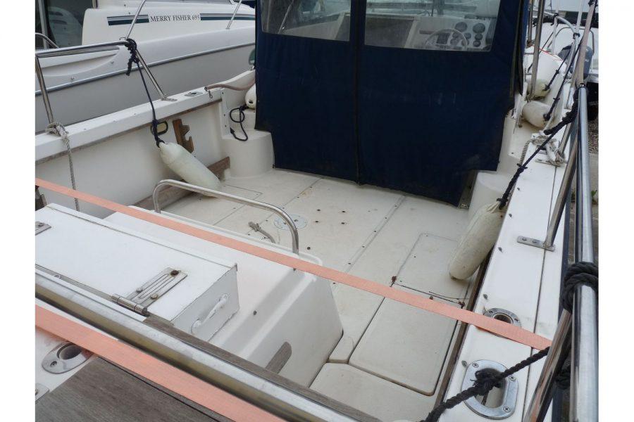 Pursuit 2350 fishing boat - cockpit