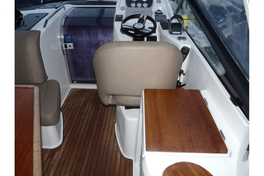 Bavaria 29 sports cruiser - cockpit and helm seat