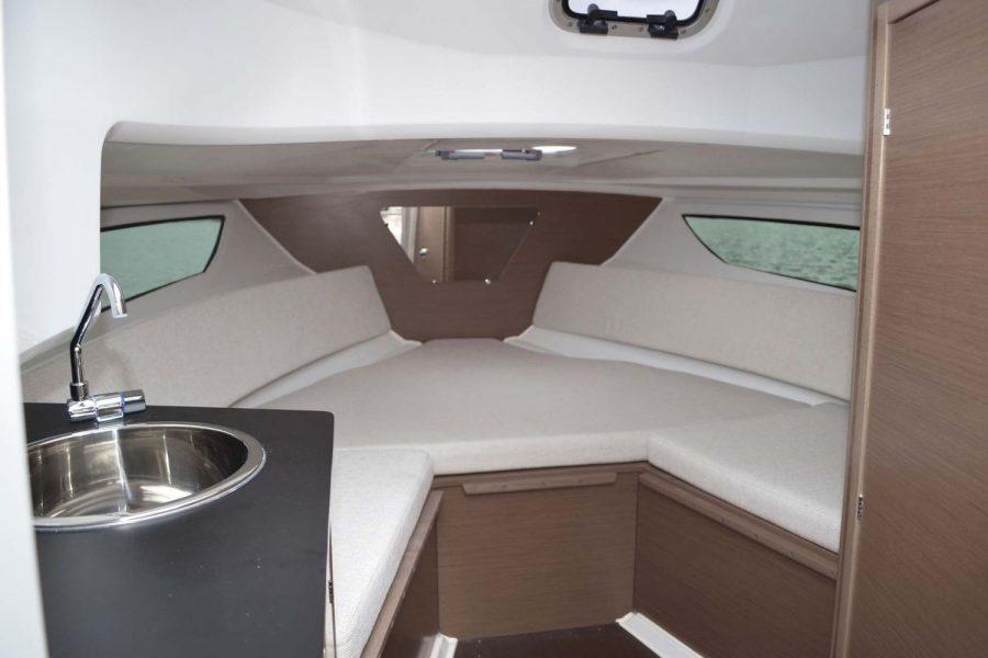 Jeanneau Cap Camarat 7.5 WA - cabin