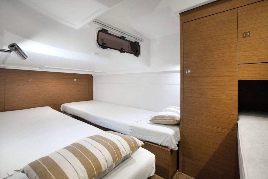 Jeanneau Leader 36 diesel sports cruiser - 2x single berths in aft cabin