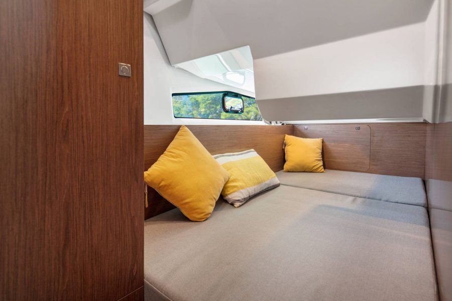 Jeanneau Merry Fisher 1095 Flybridge - third cabin