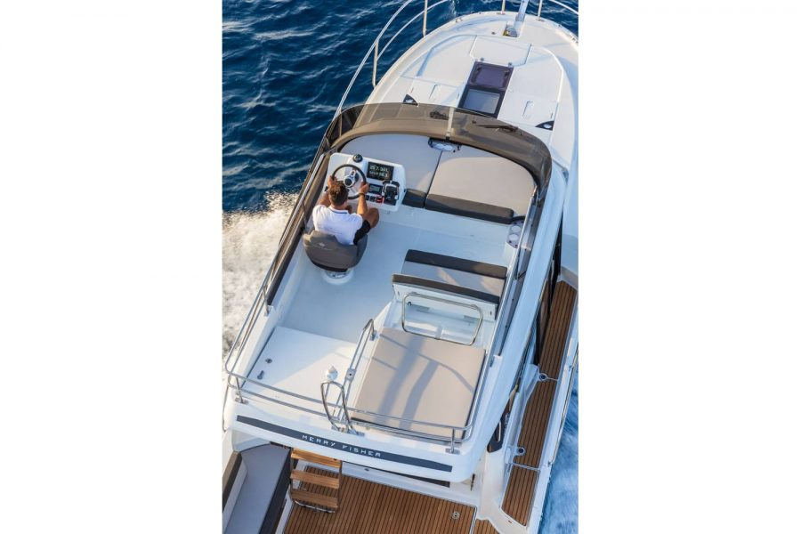 Jeanneau Merry Fisher 1095 Flybridge - flybridge area