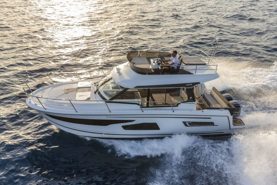 Jeanneau Merry Fisher 1095 Flybridge - port side