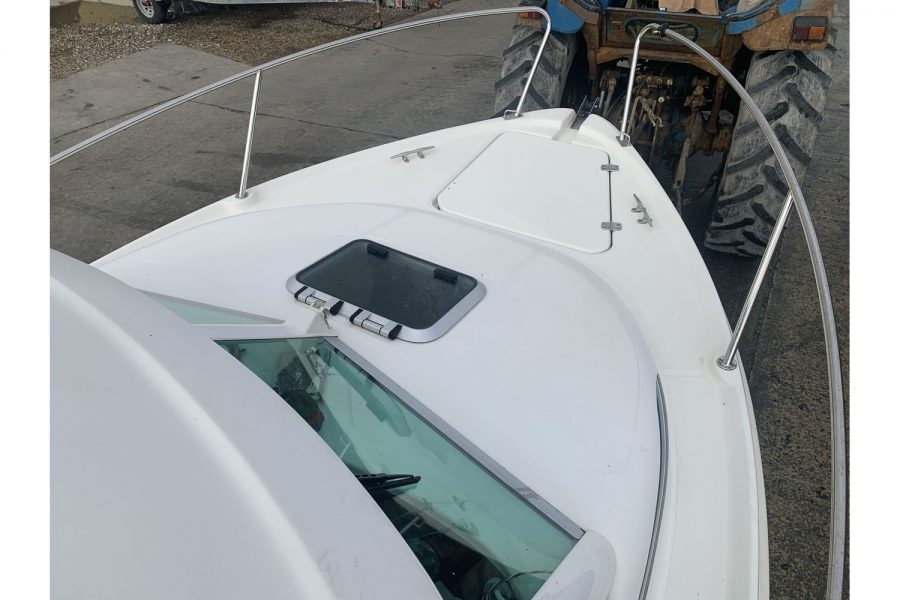 Jeanneau Merry Fisher 625 fishing boat - bow from side deck