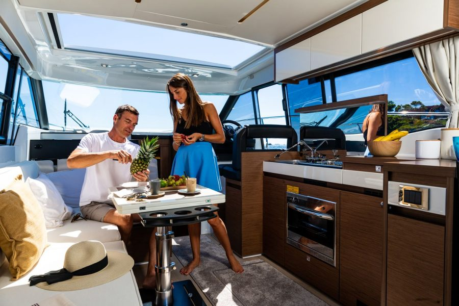 Jeanneau NC 37 - wheelhouse saloon and galley