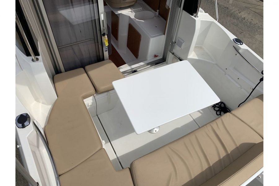 Jeanneau Merry Fisher 645 - U shaped cockpit seating and table