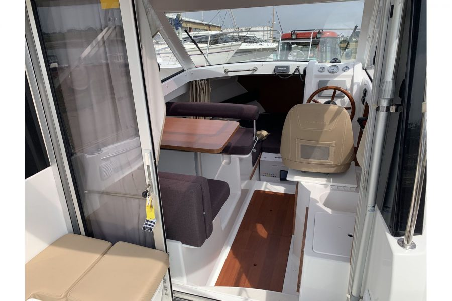 Jeanneau Merry Fisher 645 - wheelhouse view from aft