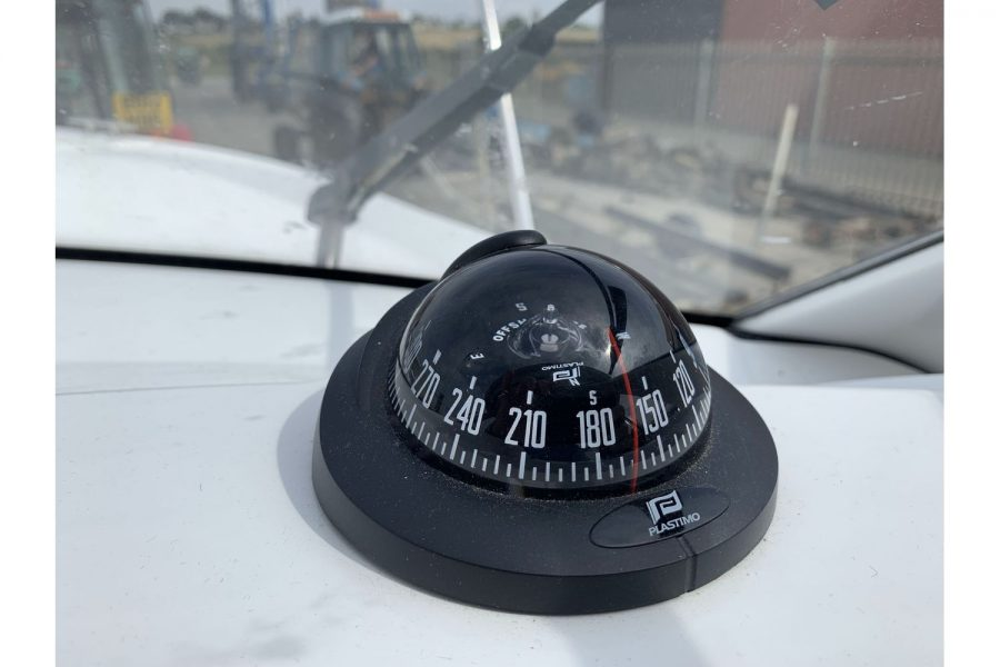Jeanneau Merry Fisher 645 - Plastimo compass