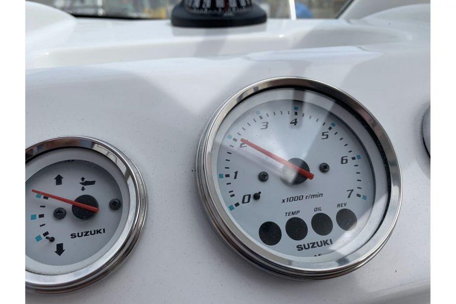 Jeanneau Merry Fisher 645 - Suzuki gauges