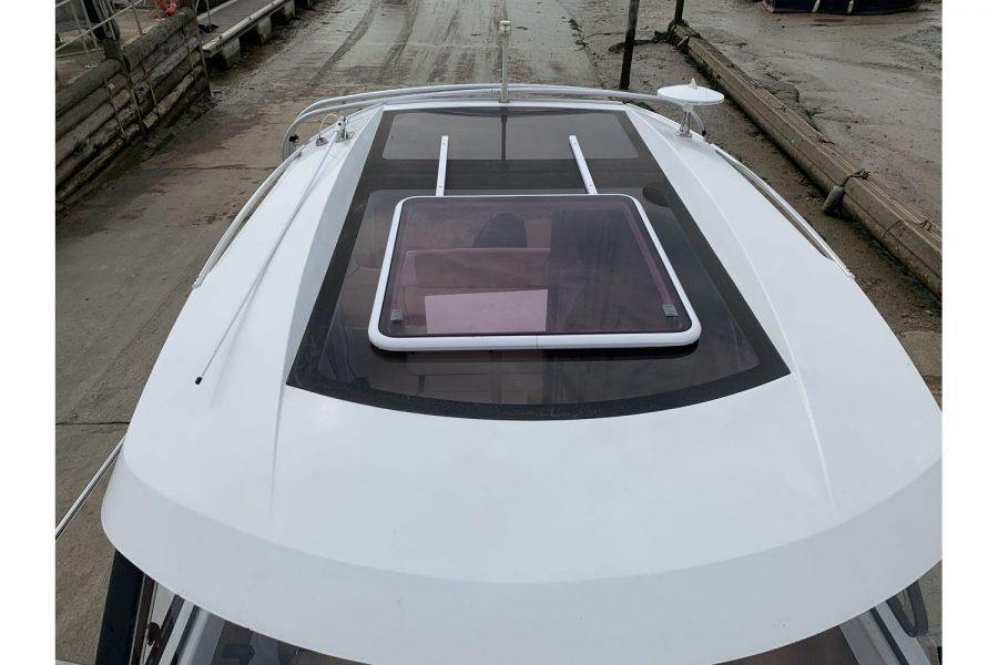 Jeanneau Merry Fisher 645 - wheelhouse roof hatch