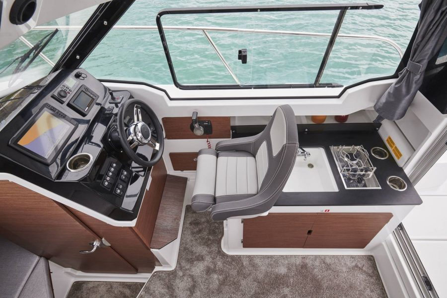 Jeanneau Merry Fisher 795 - helm position and galley