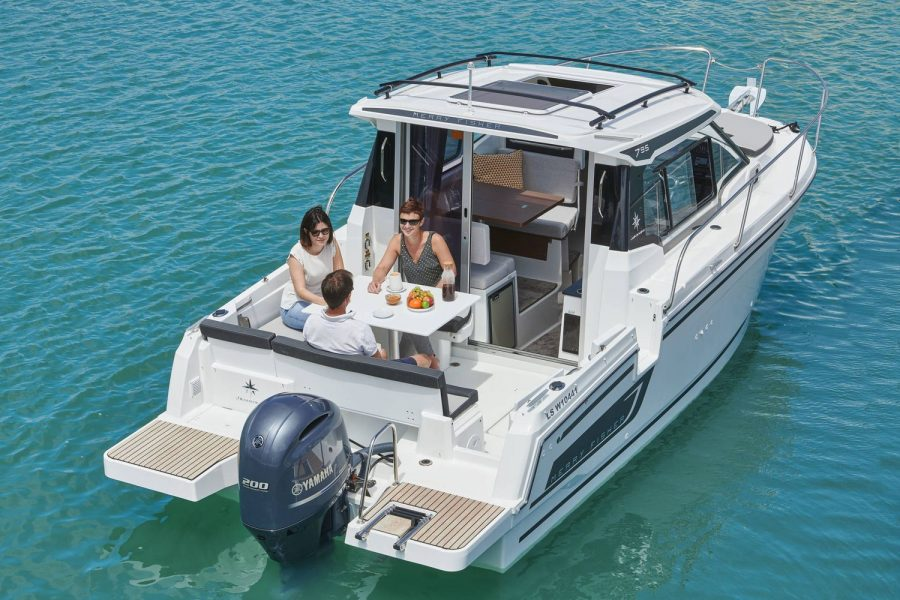 Jeanneau Merry Fisher 795 - overhead view from transom