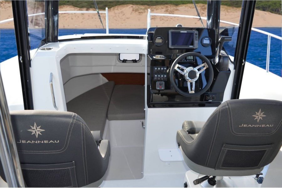 Jeanneau Merry Fisher 795 Marlin - helm and co-pilot seats