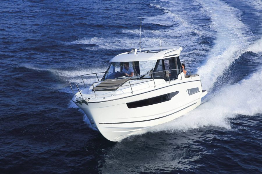 Jeanneau Merry Fisher 795 Marlin - overhead view from bow
