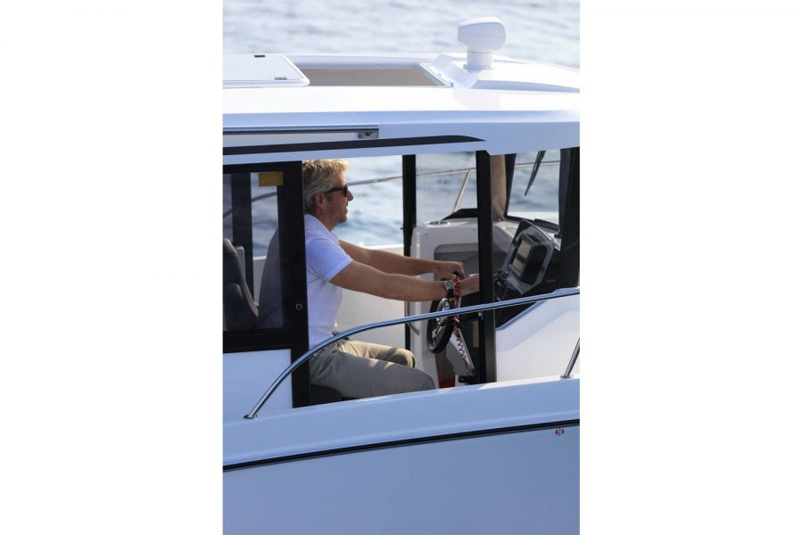 Jeanneau Merry Fisher 795 Marlin - helm door to side deck