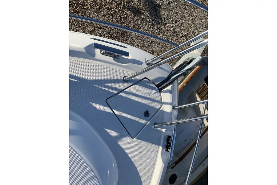 Bavaria 29 Sport - anchor windlass