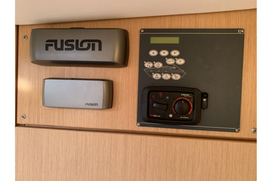 Bavaria 29 Sport - Webasto, Fusion and electric panel