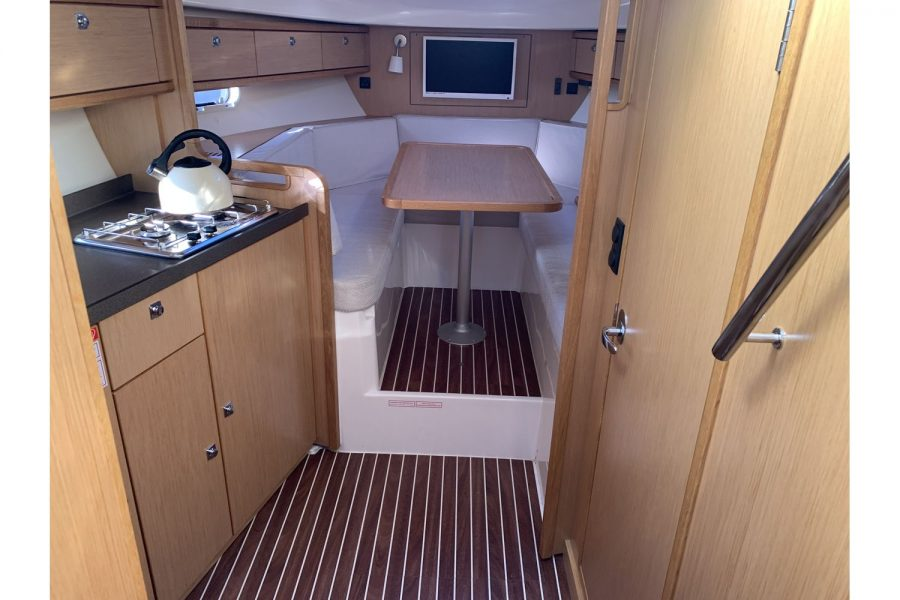 Bavaria 29 Sport - cabin and galley