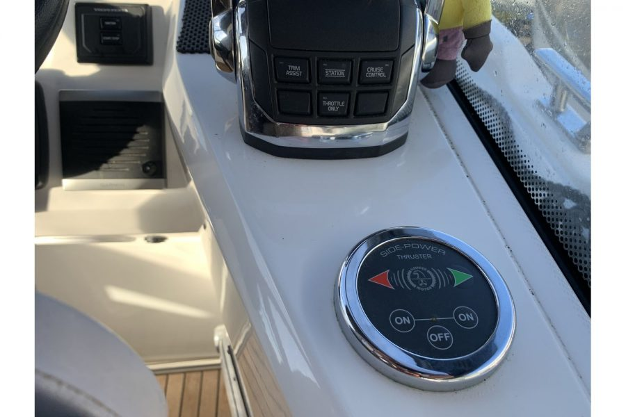 Bavaria 29 Sport - bow thruster controls