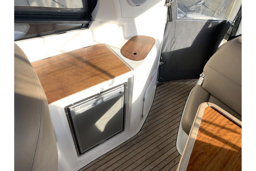 Bavaria 29 Sport - cockpit galley