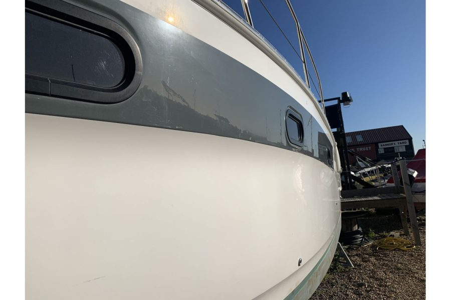 Bavaria 29 Sport - hull and portholes