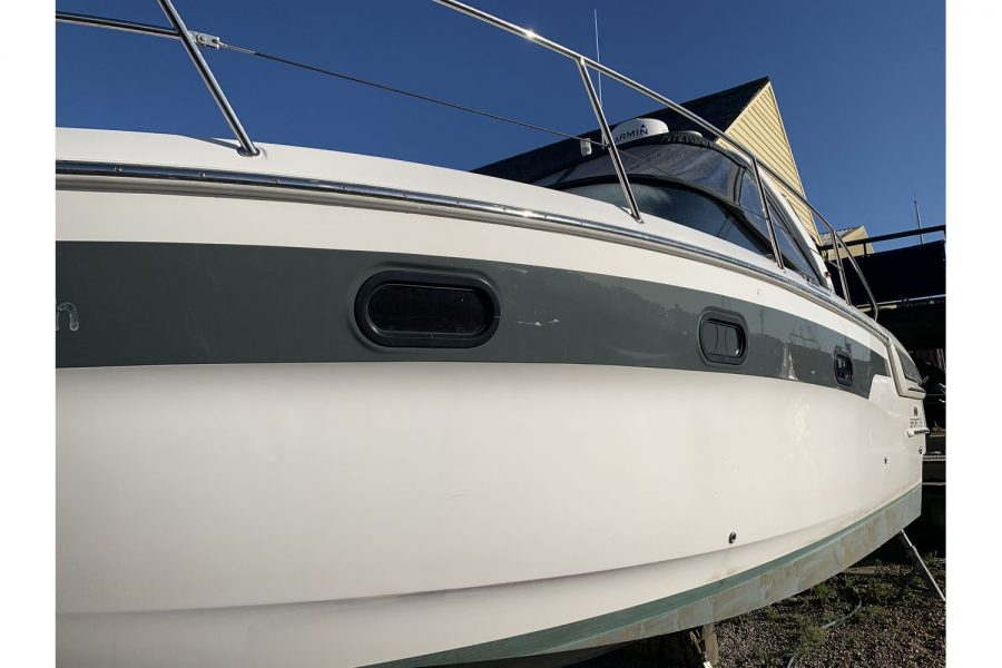 Bavaria 29 Sport - port side hull