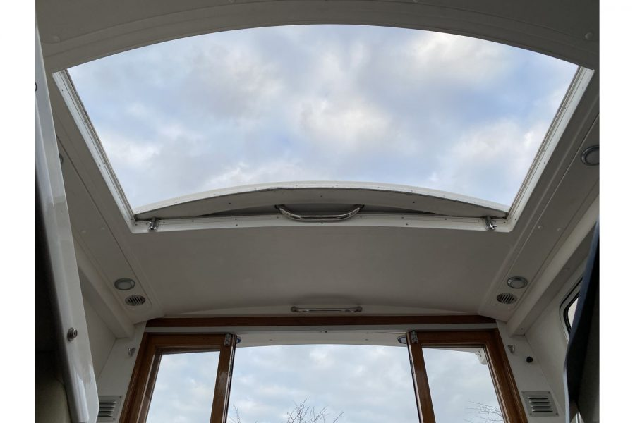 Hardy Mariner 25 - wheelhouse sunroof