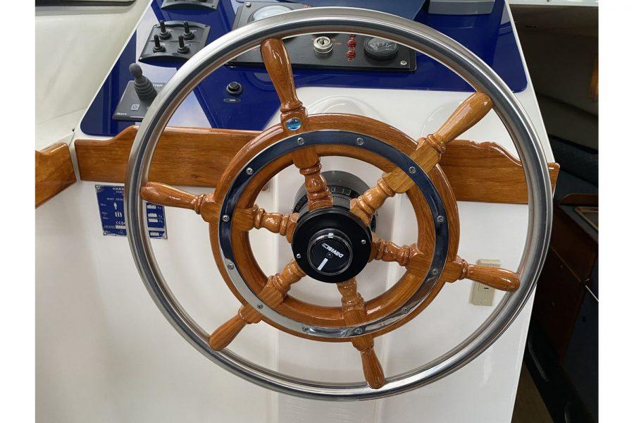 Hardy Mariner 25 - ships wheel