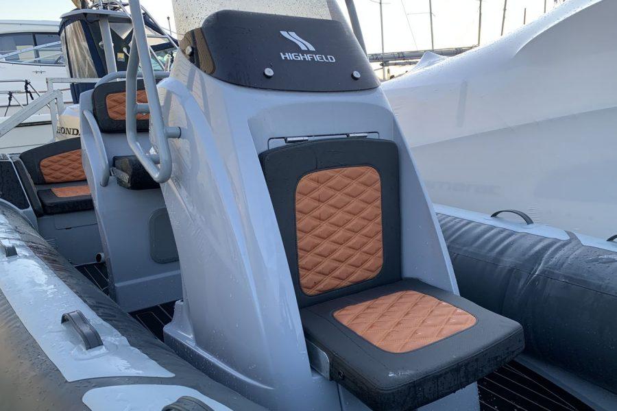 Highfield SP 560 aluminium RIB - folding forward consoel seat