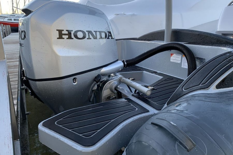 Highfield SP 560 aluminium RIB - Honda BF100 outboard and swim platform