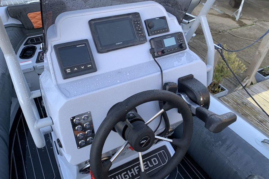 Highfield SP 560 aluminium RIB - console