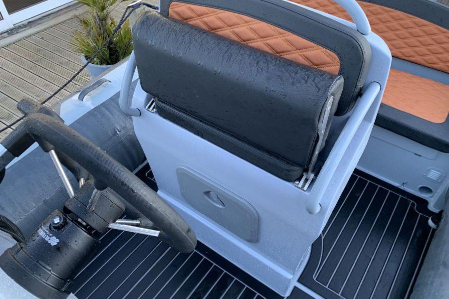 Highfield SP 560 aluminium RIB - pilot folding bolster seat