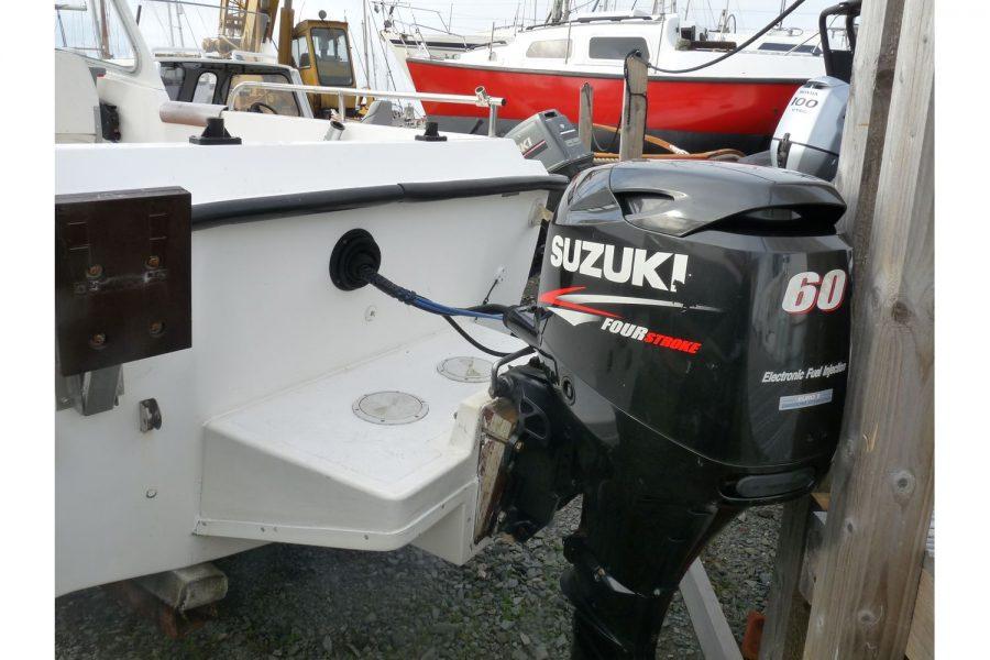 Blackwater Motor Yachts Kingfisher 18 - Suzuki 60 on Gill bracket
