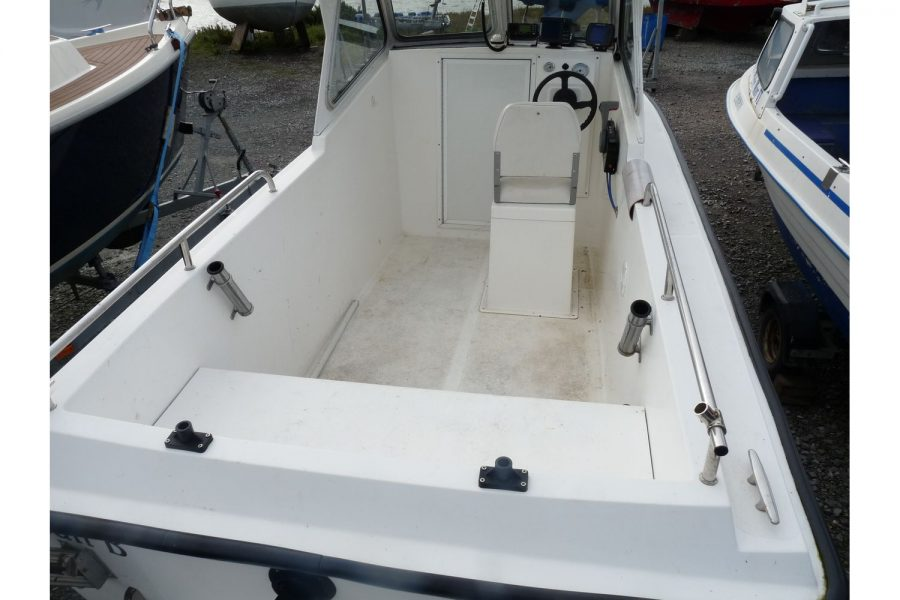 Blackwater Motor Yachts Kingfisher 18 - deep and safe cockpit