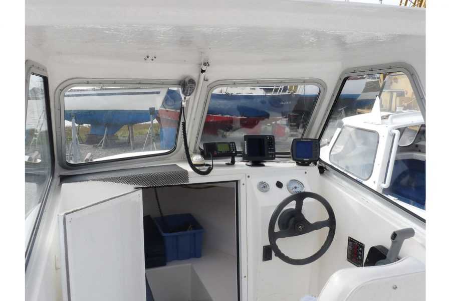 Blackwater Motor Yachts Kingfisher 18 - windscreen