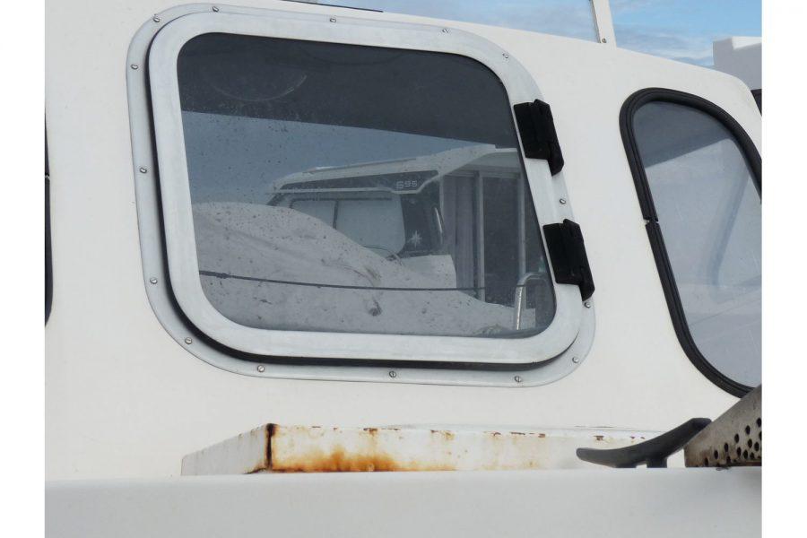 Delmar 16 fishing boat - hatch